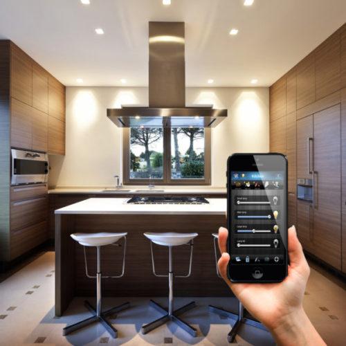 Bezprzewodowe sterowanie oświetleniem na pilota, umożliwia Ci on sterowanie światłem z telefonu przez wifi – Senso Smart Home
